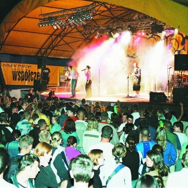 W ubiegłych latach na Mazury Hip Hop Festiwal gościły między innymi takie gwiazdy jak Sistars. W tym roku równie znanych i lubianych wykonawców również nie zabraknie.