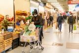 Białystok. Giełda rolno-towarowa przy Andersa pełna klientów! Przedświąteczny szał zakupów (GALERIA)