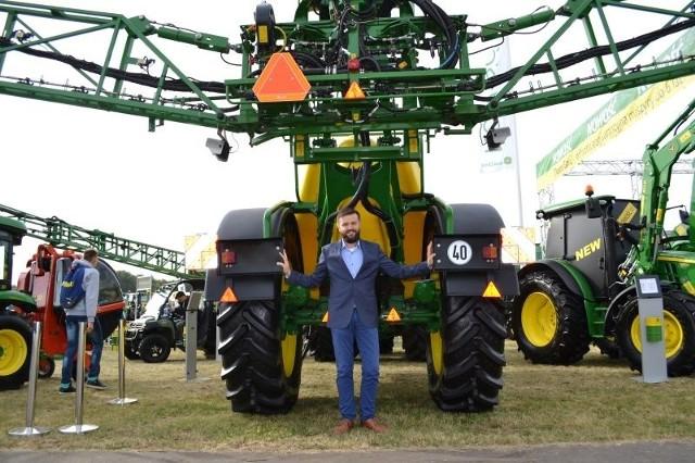 Rolnicy i firmy z Kujaw i Pomorza na AGRO SHOW w Bednarach (zdjęcia)Na wystawie nie brakowało firm z Kujaw i Pomorza. Oto Maciej Kalisz (Agro-Sieć Maszyny z Chełmna)