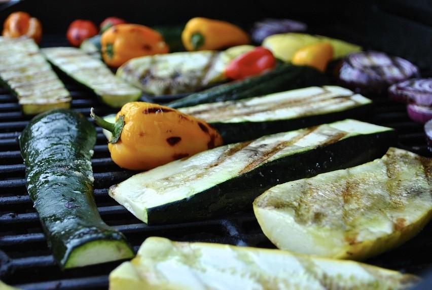 Warzywa na grillu. Dietetyk radzi, jak je przygotować