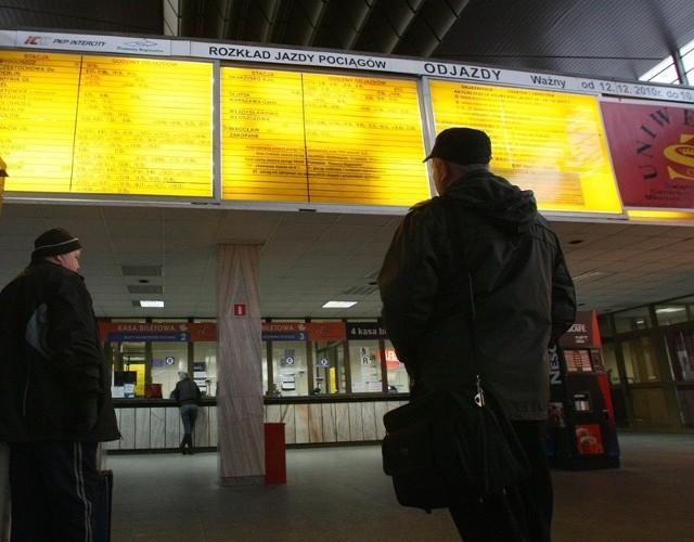 Na kieleckim dworcu PKP zaktualizowano na czas rozkład jazdy pociągów.