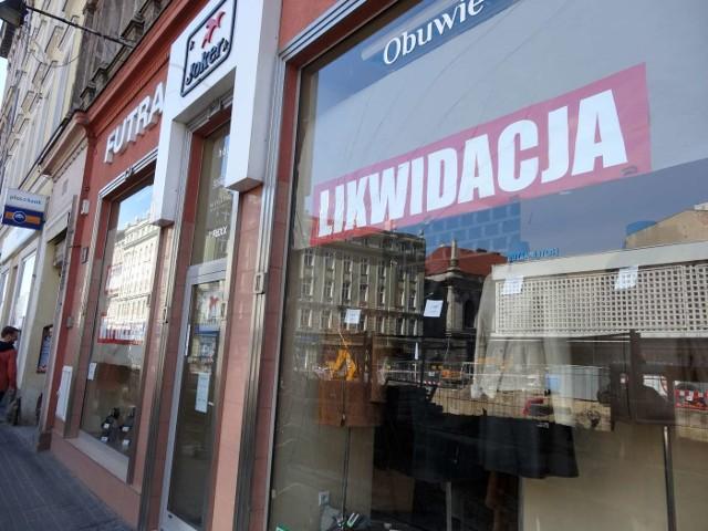 Część sklepów i punktów usługowych została zamknięta z powodu braku klientów.