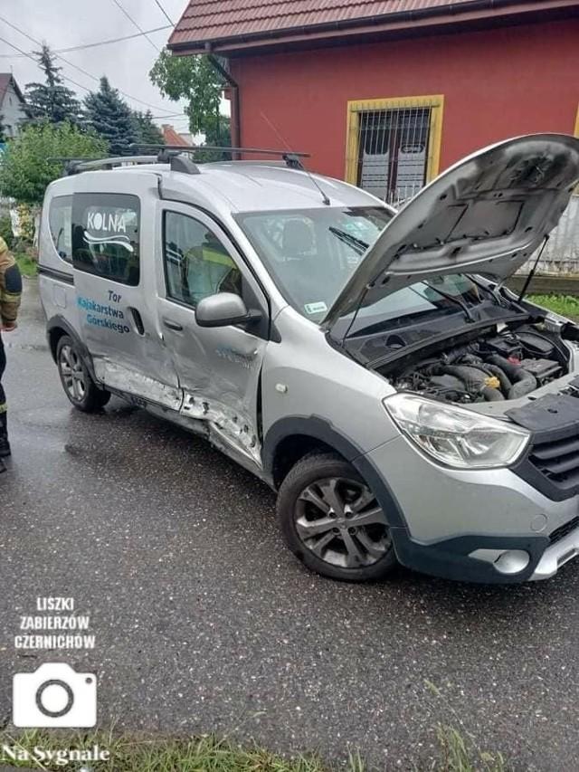 Wypadek w pobliżu pętli autobusowej w Piekarach w gminie Liszki
