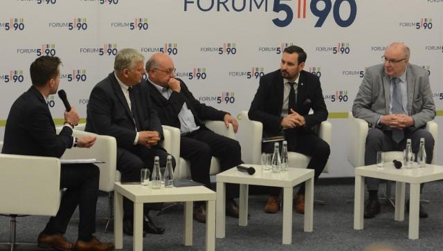 W panelu dotyczącym szans rozwojowych Radomia uczestniczyli eksperci oraz minister Marek Suski, szef Gabinetu Politycznego Prezesa Rady Ministrów (drugi z lewej).