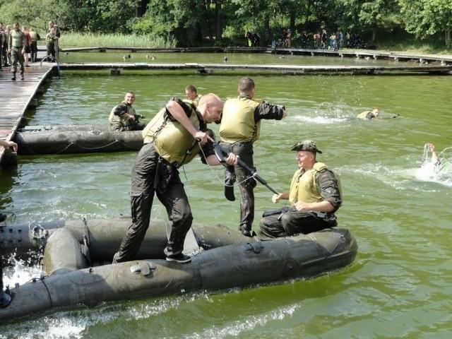 Białostoccy studenci UwB odwiedzą 18. Pułk Rozpoznawczy