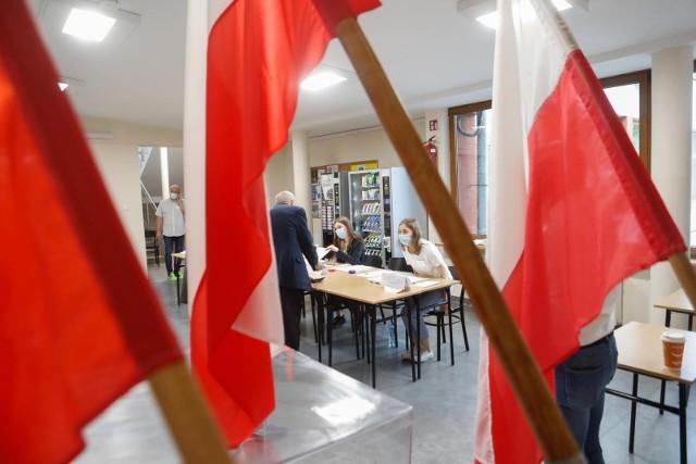 13.06.2021 rzeszow wybory na prezydenta miasta rzeszowa glosowanie komisje wyborcze fot krzysztof kapica