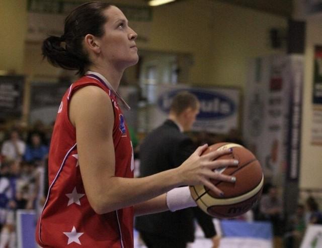 Justyna Żurowska ma 28 lat, skrzydłowa. W latach 2002-2011 występowała w KSSSE AZS PWSZ Gorzów, była kapitanem drużyny. Potem przez pół roku grała w Lotosie Gdynia, od stycznia 2012 r. we francuskim Landes Basket. Od maja tego samego roku w Wiśle Can-Pack Kraków.