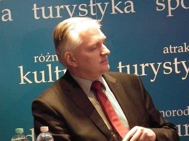 - Byłem zaproszony do Sulęcina przez panią poseł Bożenę Sławiak, ale gdy poinformowała mnie, że starosta nie chce takiego spotkania, przyjąłem to jako rzecz zupełnie naturalną - mówił nam w środę w Krośnie minister Jarosław Gowin