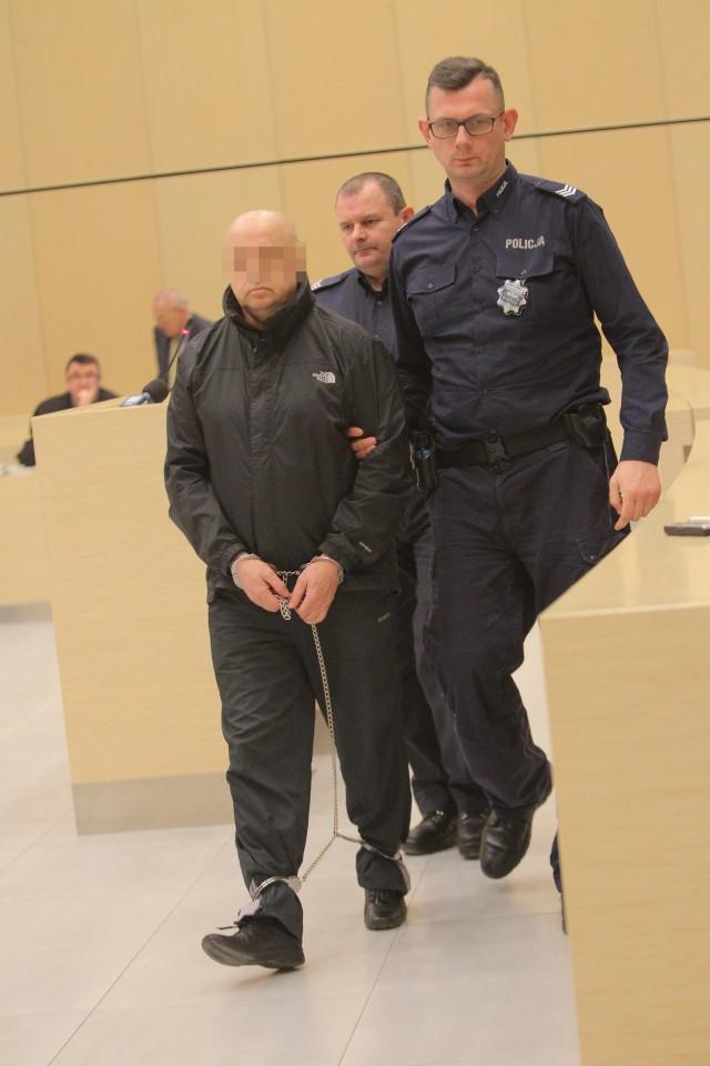 Poznański sąd przesłuchał w środę 17 świadków w procesie byłego senatora Aleksandra Gawronika, oskarżonego o podżeganie do zabójstwa dziennikarza Jarosława Ziętary.
