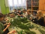 Warsztaty zdobienia pierników i wykonywania stroików świątecznych w szkole w Kościelcu [zdjęcia]