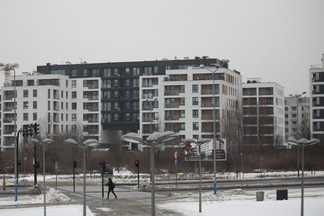 Ceny mieszkań w Krakowie różnią się nie tylko ze względu na lokalizację na obszarze miasta, ale także w obrębie jednego budynku. Wpływa na to wiele czynników