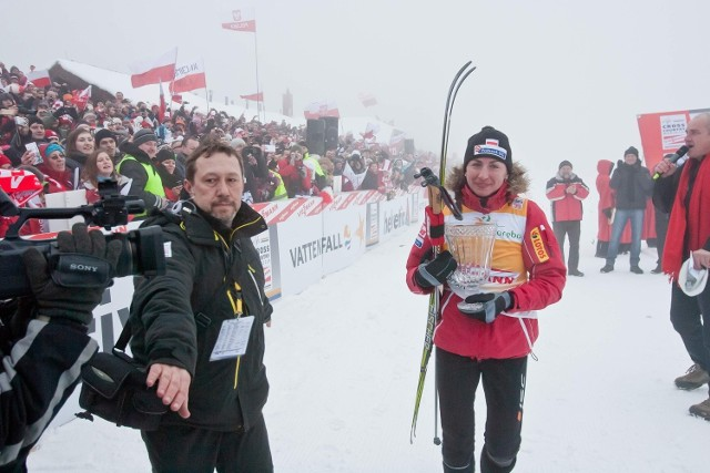 17 lutego 2012 roku, Jakuszyce. Justyna Kowalczyk po zwycięstwie na 10 km techniką klasyczną. Wyprzedziła wówczas Marit Bjoergen i Therese Johaug. Tym razem Norweżek na Polanie zabraknie.