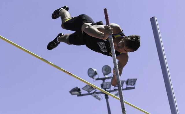 Sebastian Chmara przeskoczył w Lublinie poprzeczkę na wysokości pięciu metrów