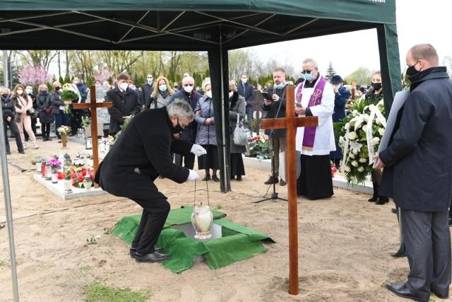 W sobotę, 1 maja, odbył się pogrzeb Marka Biczyka, sędziego Sądu Okręgowego w Toruniu. Miał zaledwie 47 lat, przegrał walkę z koronawirusem