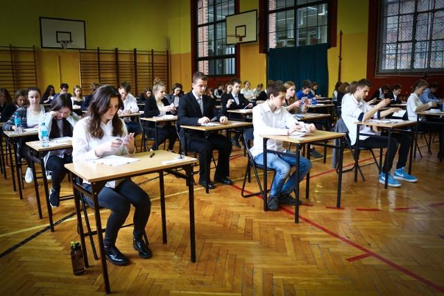Uczniowie napisali egzamin gimnazjalny z matematyki. Ten test wielu z nich uważa za najtrudniejszy.