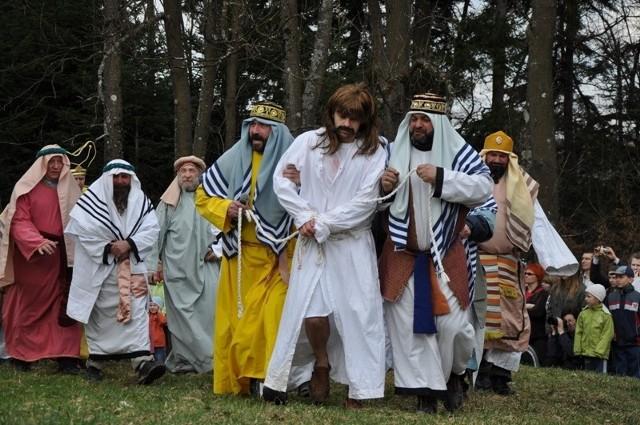 Misterium w Kalwarii Paclawskiej. Wraz z Jezusem droge na Golgote pokonywali widzowie.
