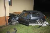 Zamiast wjechać do garażu...wjechał w dom! Był pijany jak bela i polami uciekał do swojego domu