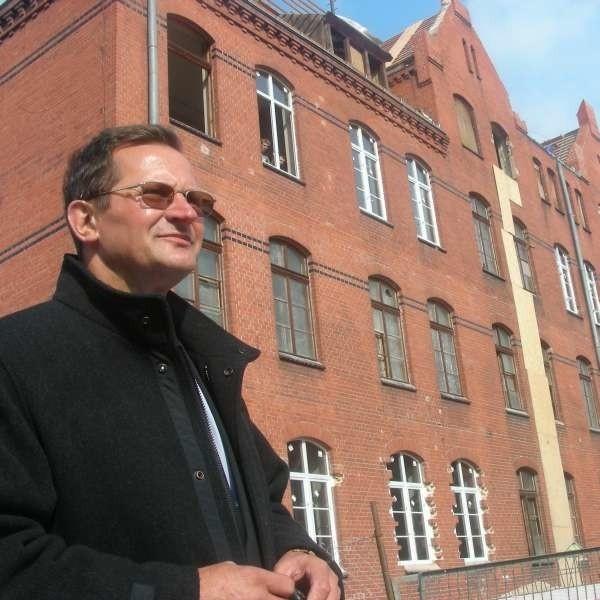 Zdzisław Pikuła: - To już trzeci budynek mieszkalny gminy na terenie dawnych koszar.