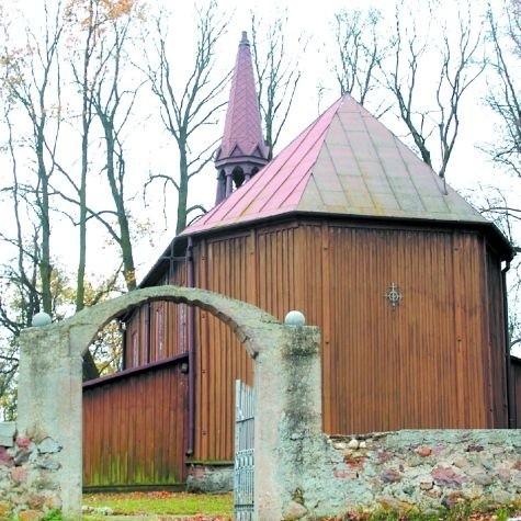 Do Giełczyna, choć ta wieś leży na skraju urokliwych mokradeł, rzadko zaglądają turyści. A warto zobaczyć ten piękny kościół.