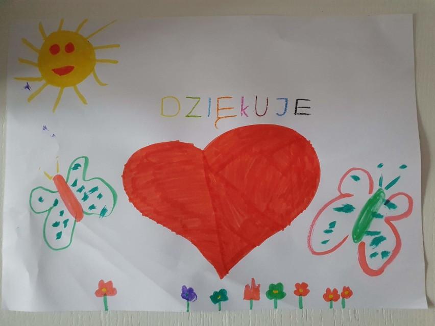 Zobacz, w jaki sposób dzieci z SP nr 10 podziękowały wszystkim zaangażowanym w walkę z koronawirusem.