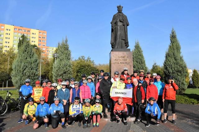 Na zaproszenie Grupy Rowerowej Stalowi Cykliści, Konin i jego okolice zwiedzili na jednośladach turyści skupieni w Kruszwickiej Grupie Rowerowej