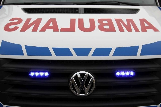 W piątek rano, w Jankowie Pierwszym (powiat kaliski) zderzyły się dwa samochody osobowe. W wyniku wypadku do szpitala trafiło sześć osób.