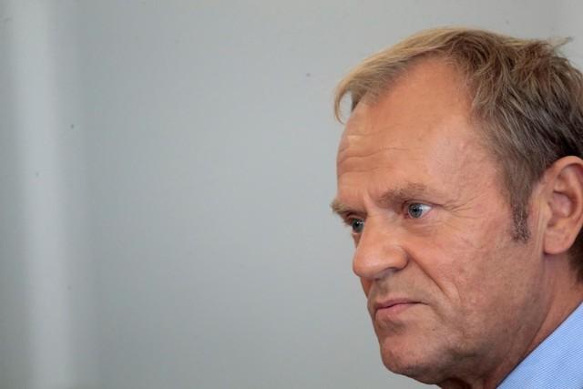 Donald Tusk wzywa Jarosława Kaczyńskiego do debaty: Wyjdź ze swojej jaskini, stań ze mną twarzą w twarz