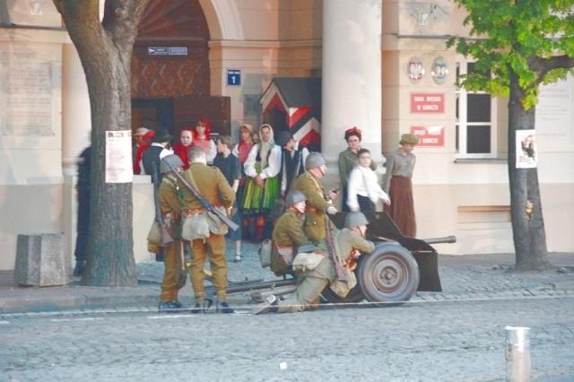 Inscenizacja walk, które odbyły się w Łowiczu w 1939 roku, przyciągnęła tłumy