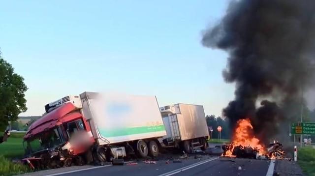 Do tragicznego wypadku doszło we wtorek wieczorem w pobliżu skrzyżowania dróg DK 8 i DW 670.Zdjęcia dzięki uprzejmości OSP Suchowola