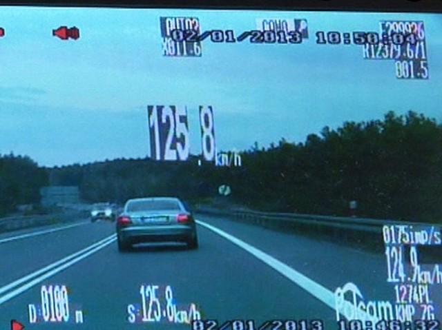 """Kierowca pędził krajowej """"trójce"""" pod Zieloną Górą z prędkością 125 km/h."""