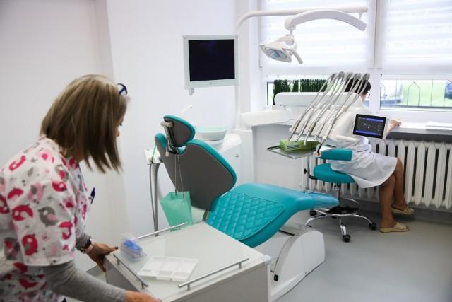 Pandemia nie zniechęciła Polaków do wizyt u dentysty.
