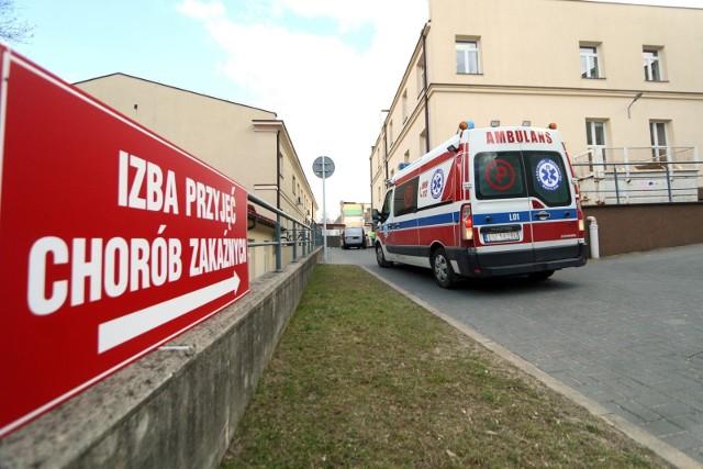 W Polsce jest 000 potwierdzonych przypadków zarażeń koronawirusem potwierdzonych pozytywnym wynikiem badań laboratoryjnych