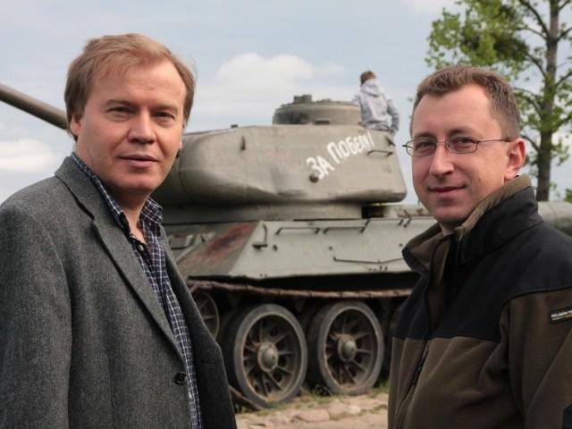 - Sprzęt militarny bardziej pasuje do bunkrów, niż do muzeum w Międzyrzeczu - mówią Andrzej Kirmiel (z lewej) i Leszek Lisiecki.