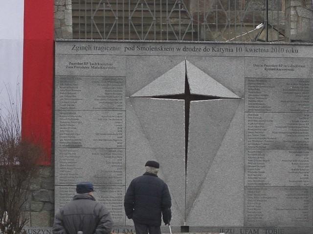 Pomnik ofiar katastrofy smoleńskiej odsłonięto w styczniu