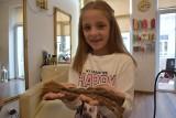 Gorlice. Amelka nie zastanawiała się długo i choć ma dopiero osiem lat, zdecydowała, że obcięte włosy przekaże na rzecz fundacji