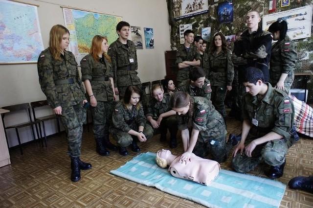 W Zespole Szkół Zawodowych nr 6 edukację wojskową oferuje XXX Liceum Ogólnokształcące.