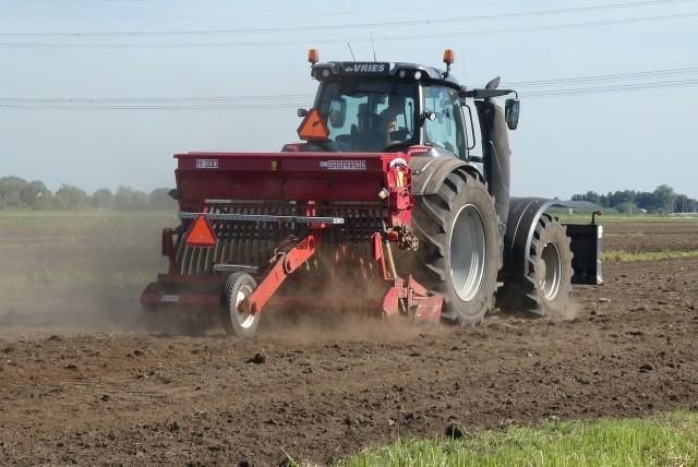 Niekótre z ciągników rolniczych, które trafiają na licytacje komornicze, mają zaledwie kilka lat