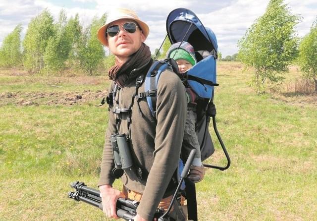 Adam Zbyryt na wędrówki i obserwowanie ptaków wyrusza w każdej wolnej chwili, nawet z synkiem Edwardem.