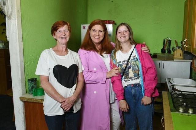 """Ekipa programu """"Nasz nowy dom"""" gościła w Tomaszowie Mazowieckim. Wyremontowała dom samotnej matki i jej córki."""