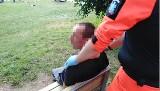 Ratownicy obezwładnili agresywnego mężczyznę w Strzeszynku. Miał dopuścić się pobicia i znęcania się nad psem. Trwają poszukiwania świadków