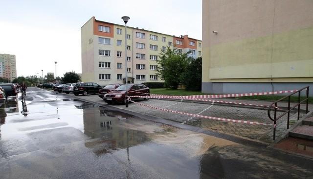 Z powodu awarii wodociągu dopływu bieżącej wody pozbawieni zostali mieszkańcy trzech bloków przy al. Wyszyńskiego.