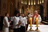 Poznań: Poświęcono krzyż wykonany z ponad 1000-letniego drewna [ZDJĘCIA]