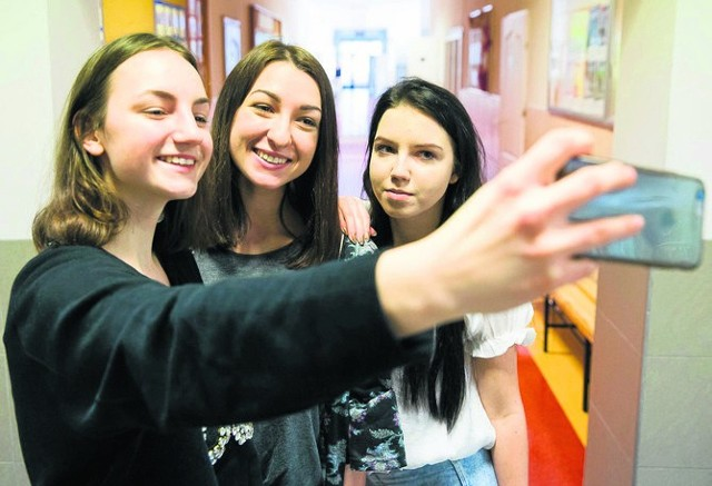 Lena Stasiełuk, Monika Chrostowska i Patrycja Nosorowska. Licealistki chcą pokazać, że świat nie kończy się na technologii
