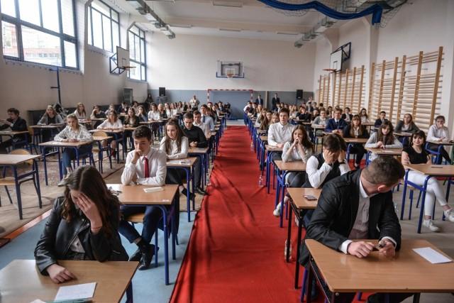 Egzamin gimnazjalny 2019 w Gimnazjum nr 8 w Gdańsku - drugi dzień egzaminów [11.04.2019]