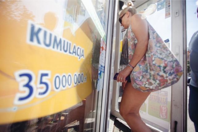 Wyniki Lotto 31 maja 2016 - wyniki kumulacja 35 mln złotych. Czy padła szóstka? WYNIKI LOTTO 31 maja 2016: 30, 16, 4, 12, 27, 28.
