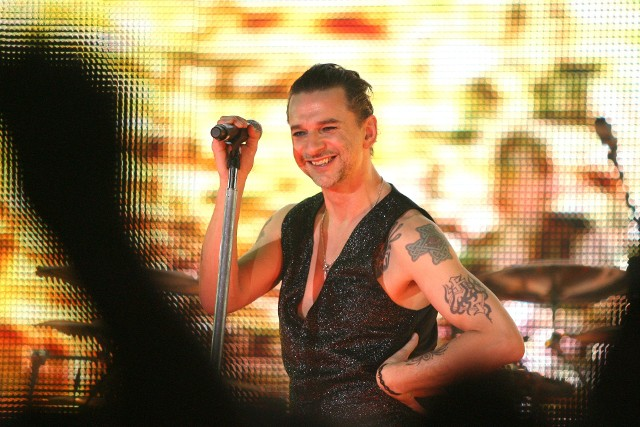 Swoich kolegów z Depeche Mode na scenie Atlas Areny poprowadzi oczywiście wokalista David Gahan
