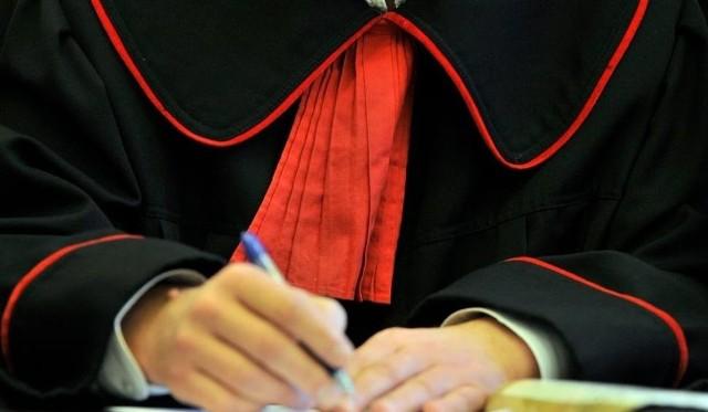 Krystyna G. i Danuta C. zostały zatrzymane i doprowadzone do prokuratury,  gdzie usłyszały zarzuty popełnienia przestępstw z art. 231 §2 kk.