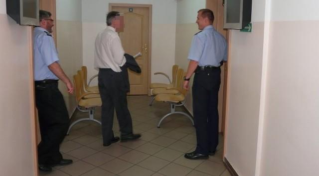Wczorajsze posiedzenie sądu było niejawne, podejrzany stawił się na nim ze swoim obrońcą i tłumaczem, gdyż zupełnie nie posługuje się językiem polskim.