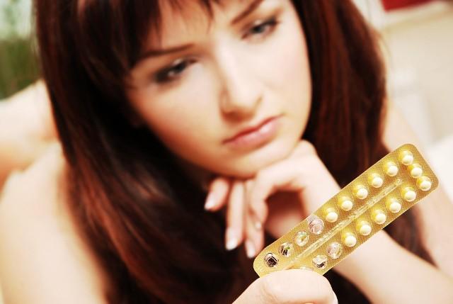 Jak poinformował w komunikacie GIF, powodem wycofania ze sprzedaży leku antykoncepcyjnego Milvane było wykrycie niezgodności w treści ulotki, polegającej na braku informacji o przeciwwskazaniach dla stosowania produktu leczniczego Milvane w połączeniu z niektórymi lekami stosowanymi w terapii przeciwwirusowej.