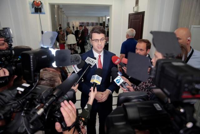 Rekonstrukcja rządu. Mueller: W poniedziałek spotka się Prezydium Komitetu Politycznego PiS